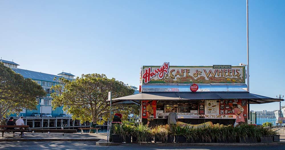 オーストラリアのソウルフード ミートパイ HARRY'S CAFE DE WHEELS(ハリーズ・カフェ・デ・ホイールズ) | WOOLLOOMOOLOO(ウールームールー)
