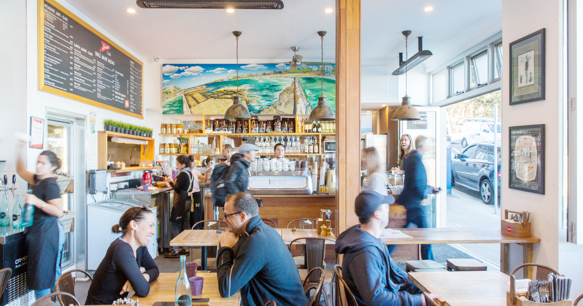 ボンダイビーチが見渡せるローカル・カフェ SPEEDO'S CAFE(スピードス・カフェ)| NORTH BONDI